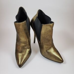 Forever 21 Gold and Black High Heel Size 10